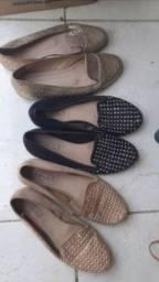 Sandália rasteirinha com taxinhas,
