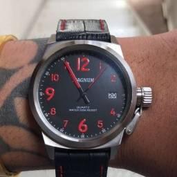 Vendo relógio de pulso Magnum à prova d`água