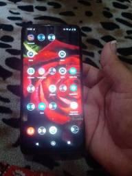 Vendo celular Motorola Moto g8 de 32 gb completo com nota fiscal sem damos