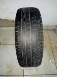 * uma roda com pneu Pirelli 15