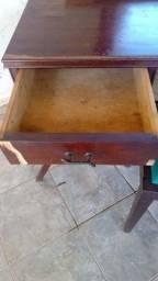 Título do anúncio: Penteadeira de madeira antigo