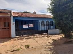 Casa de laje, quintal de 300m², 3 quartos, edícula, 2 varandas. Bairro União