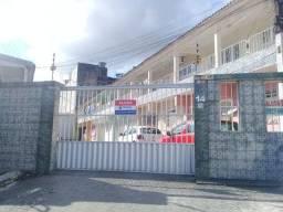 Apartamento com 3 dormitórios para alugar por R$ 750/mês