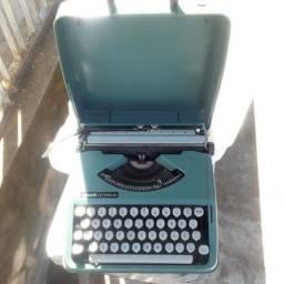 Máquina de escrever.  Relíquia