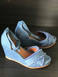 Sandália anabela jeans número 37