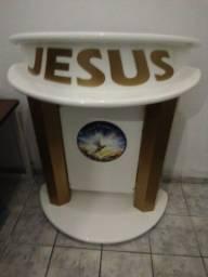 Título do anúncio: Vendemos esse lindo púlpito já usado mas não vai com esse adesivo