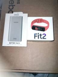 Título do anúncio: Vendo carregador portátil e relógio Samsung fit2