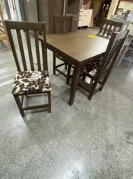 Mesa com tampo MDF 4 cadeiras em Eucalipto