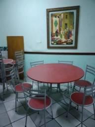 Título do anúncio: Mesas Redonda e cadeiras coj. pouco uso Tipo Mobility verm/vinho