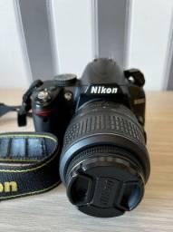 Máquina Nikon D3000 com cartão de memoria e lente