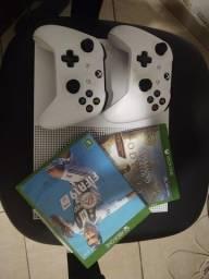 Xbox One S 1TB + 2 Jogos+ 2 Controles