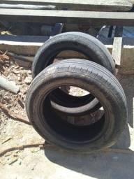 Dois pneus aro15