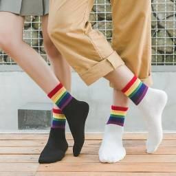 Par de Meia LGBT Exclusivas Americanas Unissex Preta e Branca Disponíveis