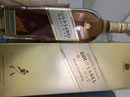 Vendo wisky GOlD LABEL RESERVE.