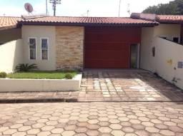 Casa em condomínio fechado de 200 m² 03 Quartos sendo 01 suíte no Turu