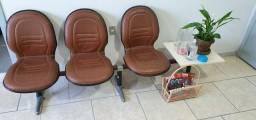 Cadeira Longarina 3 lugares e mesa