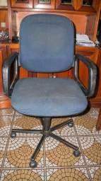 Cadeira de Escritório em Tecido Azul c/ rodinhas e braço