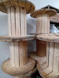 Bobinas de madeira novinhas