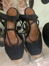 Vendo sapatos pouco tempo de uso
