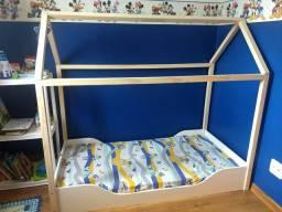 Cama infantil com estrutura para cabana