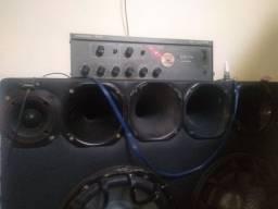 Vendo um amplificador potente muito bom