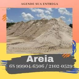 Materiais entregues na sua obra. Areia, barro, brita, tijolo, concreto