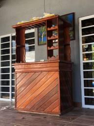 Bar em madeira bruta