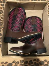 Título do anúncio: Vendo essas botas ou troco por algo do meu interesse