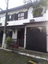Título do anúncio: F205 Linda Casa Duplex em Galo Branco !!