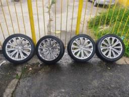 Título do anúncio: Roda de Corolla com pneus novos
