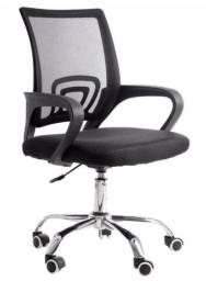 Título do anúncio: Vendo cadeira escritório com rodas preta