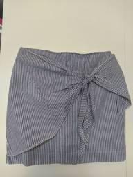 Linda saia listrada curta branco/azul