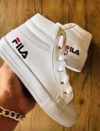 Vários modelos de calçados