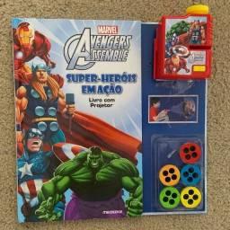 AVENGERS ASSEMBLE: SUPER-HEROIS EM AÇAO (LIVRO COM PROJETOR)<br>