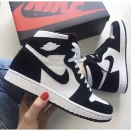 Tênis Botinha Nike Air Jordan Chicago Mid 1 - Preto e Branco
