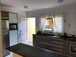 Título do anúncio: Casa tipo sobrado na zona Norte de Londrina 3 dormitórios sendo 1 suíte, 3 vagas - Jd. Col