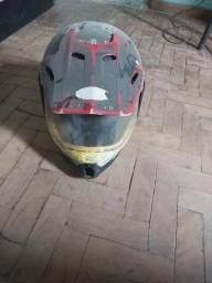 Título do anúncio: 1 capacete usado