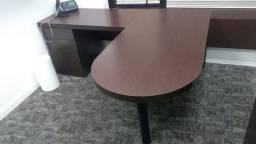 Mesa em L em perfeito estado