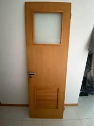 Título do anúncio: Porta madeira Feijó com Veneziana e Visor em vidro jateado - 2,10x0,70