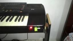 Teclado Roland E86 com pen drive