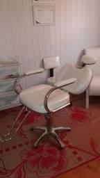 Cadeira Branca hidráulica reclinável pouco uso