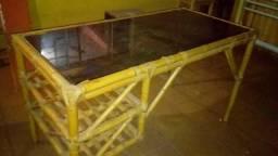 Vendo mesa de Bambu e vidro