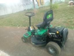 Quadriciclo cortador de grama a gasolina
