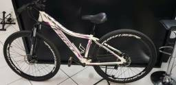 Bike Feminina pouco usada. Grupo Shimano. freio a disco