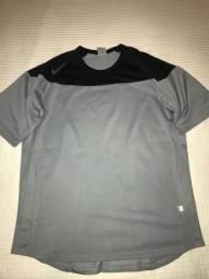 Duas camisetas de Tênis da Nike por R$ 49,00