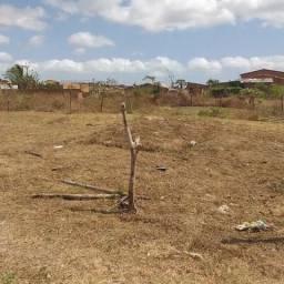 Vende-se um terreno