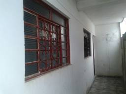 Sobradinho 2 dormitórios de fundos entrada independente