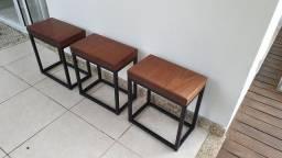Vendo conjunto de bancos em madeira de lei e pés de aço