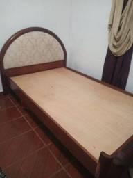 Cama de madeira + cama auxiliar + 2 colchões