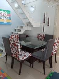 Conjunto de mesa com seis cadeiras